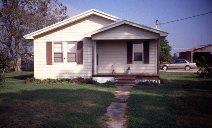 Gladys Clark's home, Duson, Louisiana, November 1994, photograph by Audrey Bernard, courtesy National Endowment for the Arts