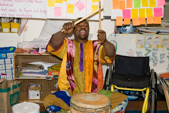Sidiki Conde after-school workshop, Manhattan School for Children,  New York City, 2011, photograph by Alan Govenar