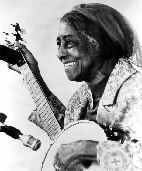 Elizabeth Cotten, photograph by Jim Nye, courtesy Traditional Arts Services and Ralph Rinzler Folklife Archives and Collections, Center for Folklife and Cultural Heritage, Smithsonian Institution