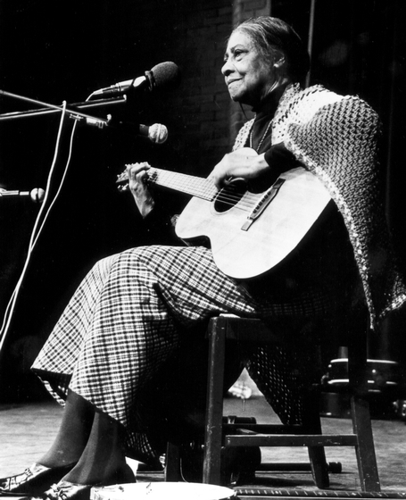 Elizabeth  Cotten, photograph by Johsel Namkug, courtesy Traditional Arts Services and Ralph Rinzler Folklife Archives and Collections, Center for Folklife and Cultural Heritage, Smithsonian Institution
