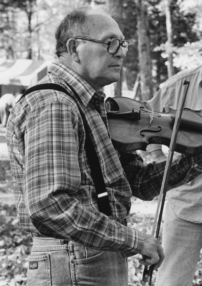 Clyde Davenport at the Tennessee Banjo Institute, Cedars of Lebanon State Park, photograph by Robert Cogswell, courtesy Tennessee Arts Commission