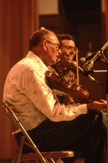Clyde Davenport performing on the Cumberland Music Tour with Bob Fulcher, Scottsville, Kentucky, April 9, 1988, photograph by Robert Cogswell, courtesy Tennessee Arts Commission