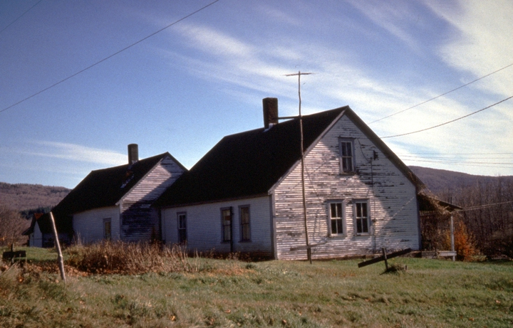 Densmore farmhouse, Chelsea, Vermont, September 1985, photograph by Jane C. Beck, courtesy Vermont Folklife Center
