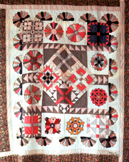'Dresden Plate/Bear's Paw Sampler' by Nora Ezell,  photograph by Joey Brackner, courtesy Alabama State Council on the Arts