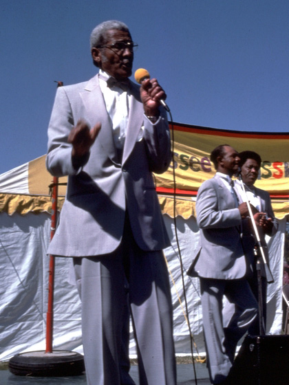 Reverend Willie Richardson with the Fairfield Four (rear: Wilson Waters, Robert Hamlett), Tennessee Grassroots Days, Nashville, September 29, 1985, photograph by Robert Cogswell, courtesy Tennessee Arts Commission