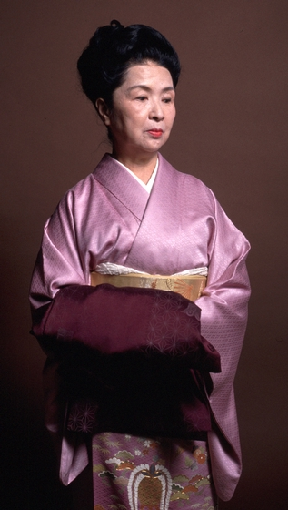 Kabuki dancer Kansuma Fujima, born in the United States, studied in Japan as a girl. In addition to performing, she taught more than 1,000 students, many of whom earned professional standing. 1987 National Heritage Fellowship Ceremonies, courtesy National Endowment for the Arts