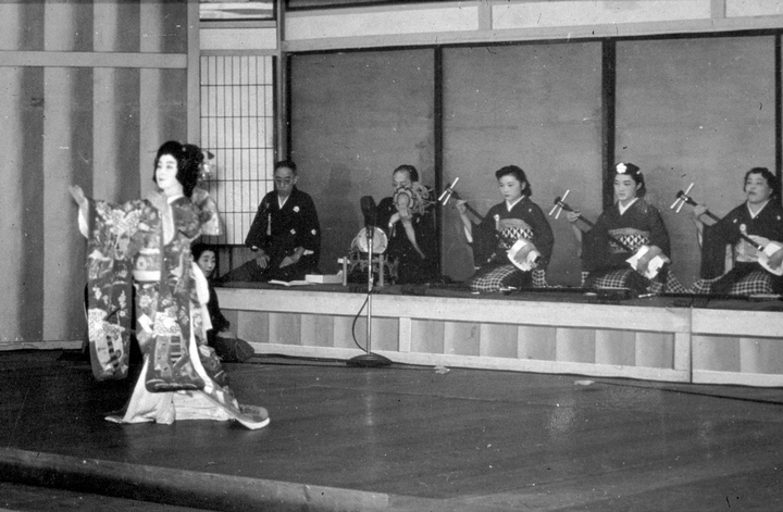 Madam Fujima performing in Los Angeles, California, 1939, courtesy Fujima Kansuma Kai of Los Angeles