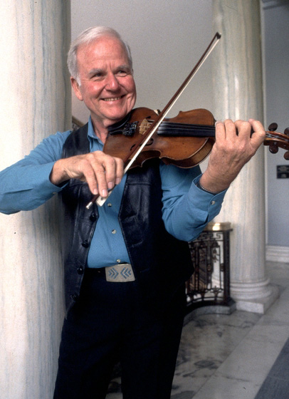 Johnny Gimble, 1994 National Heritage Fellowship Ceremonies, photograph by William K. Geiger, courtesy National Endowment for the Arts