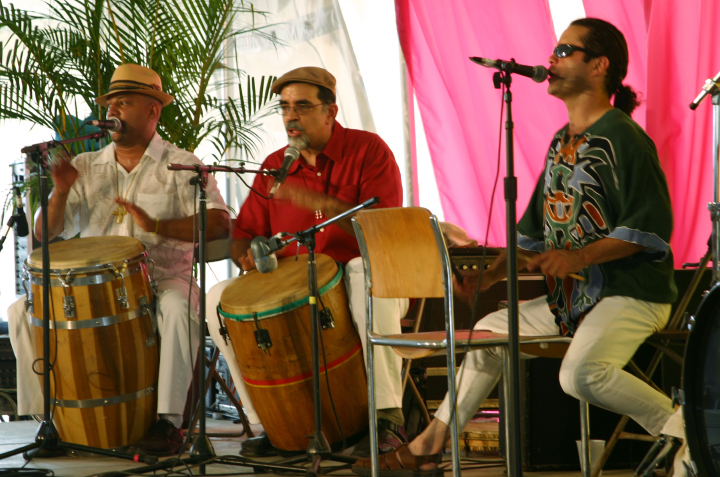 Juan Gutiérrez (center), Nuestra Musica Program, photograph by Barry Bergey