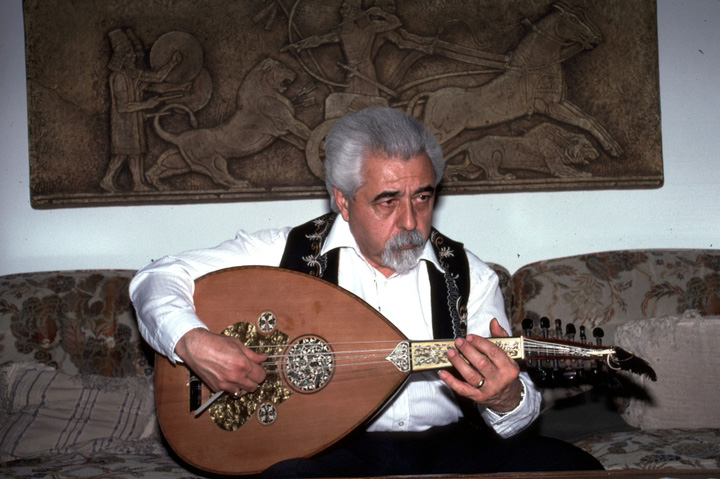 Richard Hagopian in his living room, Visalia, California, 1991, photograph by Alan Govenar