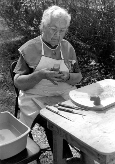 Georgia Harris making Catawba pottery, Paulding County, Georgia, 1994, photograph by Maggie Holtzberg, courtesy Georgia Council on the Arts