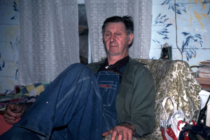 "Applachian storyteller Ray Hicks of Banner Elk, North Carolina, delighted in recounting ""Jack"" tales about a poor mountain boy who outwits thieves, giants, ogres, witches, wild hogs and robbers. In his living room, Banner Elk, North Carolina, 1991, photograph by Alan Govenar"