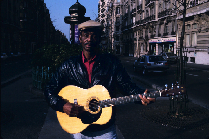 John Dee Holeman, Paris, France, photograph by Alan Govenar