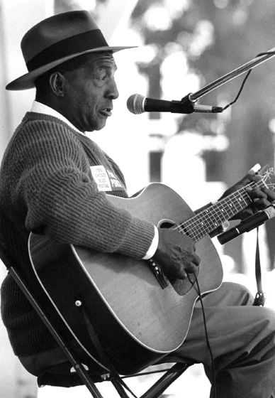 John Jackson, Chicago Blues Festival, Chicago, Illinois, 1989, potograph by Jack Vartoogian