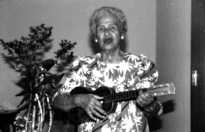 Genoa Keawe, Honolulu, Hawaii, 2000, photograph by Alan Govenar
