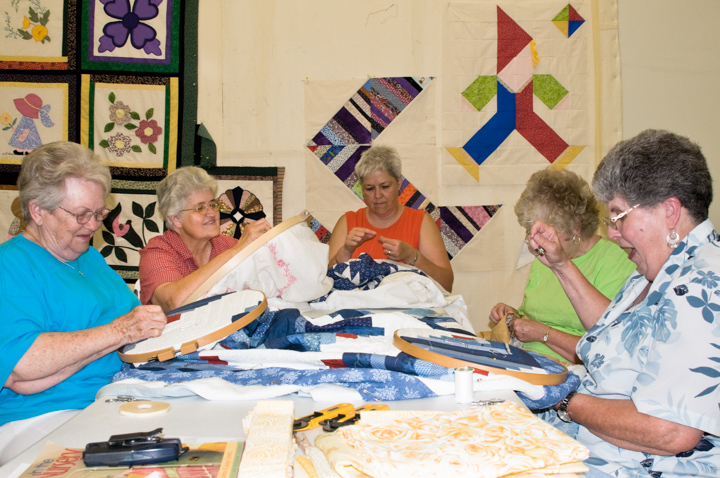 Quilters Barbara Crowe, Bettye Kimbrell, Kathy McConnell, Carolyn B. Knight and June Waters, Mt. Olive, Alabama, 2008, photograph by Alan Govenar