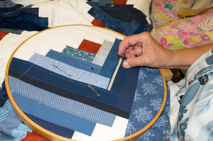 June Waters quilting, Mt. Olive, Alabama, 2008, photograph by Alan Govenar