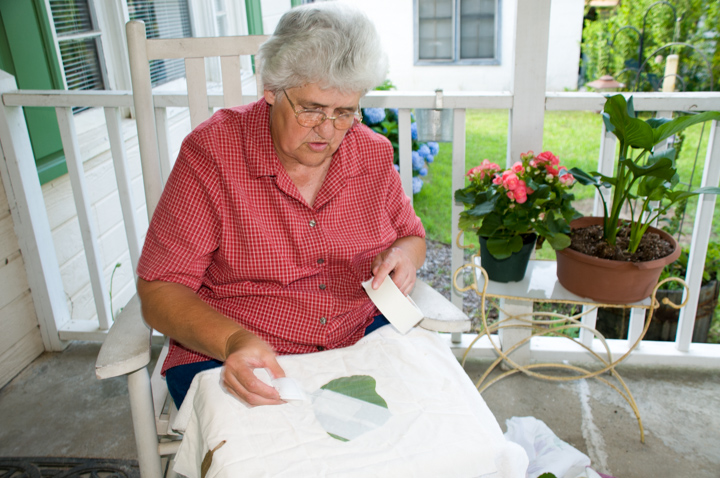 Bettye Kimbrell taping a kudzu leaf to her quilt, Mt. Olive, Alabama, 2008, photograph by Alan Govenar