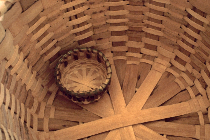 Basket (detail) by Mary Jane Manigault, coiled sweetgrass with palmetto and pine needles, 1981, photograph by Daphne Shuttleworth, courtesy Smithsonian Institution