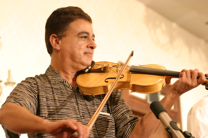 Roberto Martinez, 2003 National Heritage Fellowship Concert, Arlington, Virginia, photograph by Jim Saah, courtesy National Endowment for the Arts