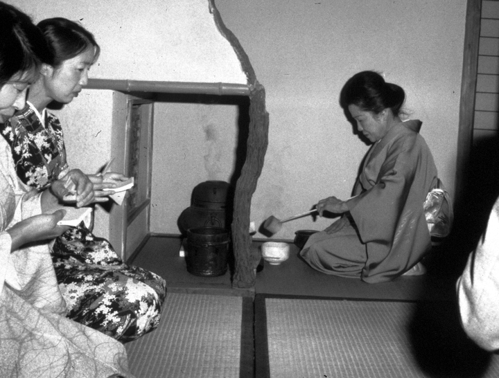 Sosei Shizuye Matsumoto, Ttea ceremony, 1991, courtesy National Endowment for the Arts