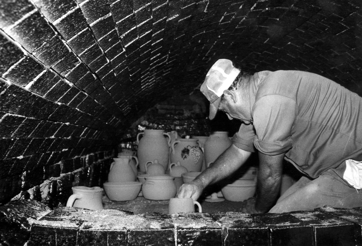 Lanier Meaders at work, Meaders Pottery, Mossy Creek, Georgia, 1982, courtesy Ralph Rinzler Folklife Archives and Collections, Center for Folklife and Cultural Heritage, Smithsonian Institution