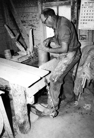 Meaders Pottery, Mossy Creek, Georgia, 1982, courtesy Ralph Rinzler Folklife Archives and Collections, Center for Folklife and Cultural Heritage, Smithsonian Institution