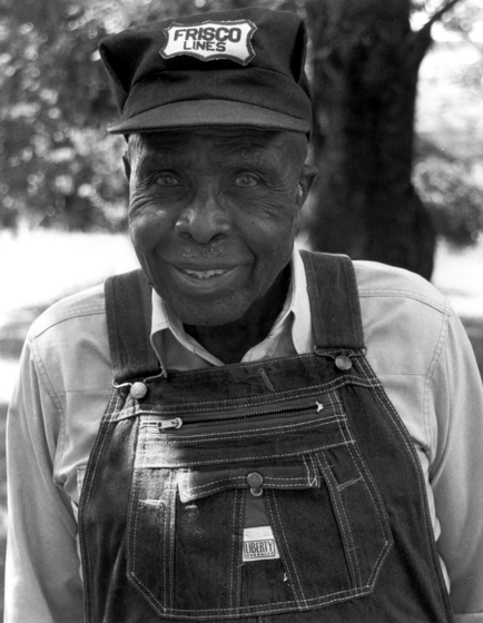 John Mealing, Alabama Folklife Festival, 1992, photograph by Ken Reynolds, courtesy Alabama Council on the Arts