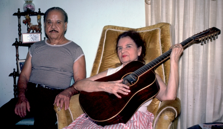 Lydia Mendoza and her husband, Fred Martínez, in their living room, Houston, Texas, 1991, photograph by Alan Govenar
