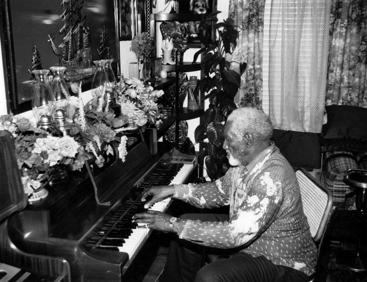 Alexander H. Moore at home, Dallas, Texas, 1986, photograph by Alan Govenar