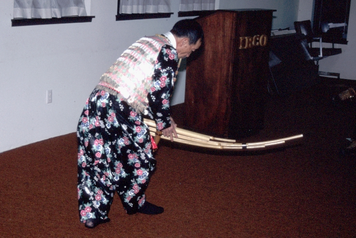Bua Xou Mua playing the *gaeng* (reed mouth organ), Asian Family Center, Portland, Oregon, 1995, photograph by Alan Govenar