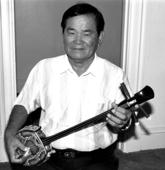 "Seisho ""Harry"" Nakasone began playing the three-string sanshin at age 9 while living in Okinawa. He later returned to Hawaii, where for more than sixty years he performed for gatherings of the Okinawan community. Washington, D.C., 1991, photograph by Alan Govenar"