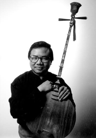 Phong Nguyen with his Vietnamese *dan nguyet* lute, courtesy Phong Nguyen