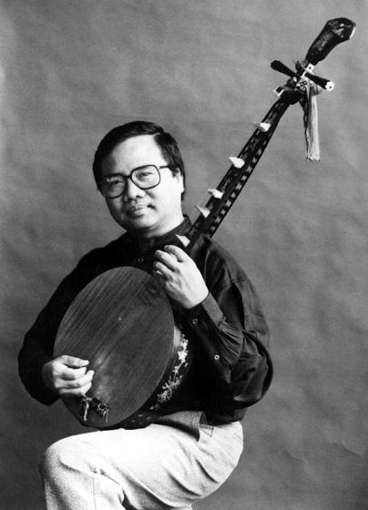 Phong Nguyen (*dan nguyet* lute), courtesy Phong Nguyen