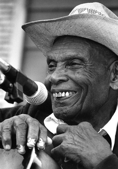 Jack Owens, Chicago Blues Festival, Chicago, Illinois, 1991, photograph by Jack Vartoogian