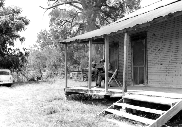 Jack Owens and Bud Spires, Bentonia, Mississippi, 1970, photograph by David Evans