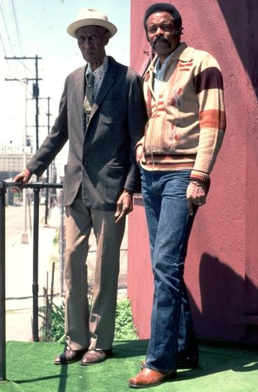 Elijah Pierce and apprentice Leroy Almon, Sr., Columbus, Ohio, 1977, photograph by Alan Govenar