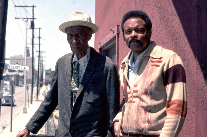 Elijah Pierce and Leroy Almon, Sr., Columbus, Ohio, 1977, photograph by Alan Govenar