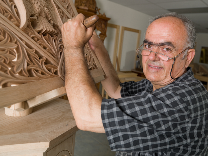 Konstantinos Pilarinos at work, Astoria, Queens, New York, April 15, 2008, photograph by Alan Govenar