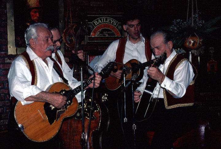Adam Popovich (right) and Ted Popovich (left) performing at Rafters, Dolton, Illinois, 1991, photograph by Alan Govenar