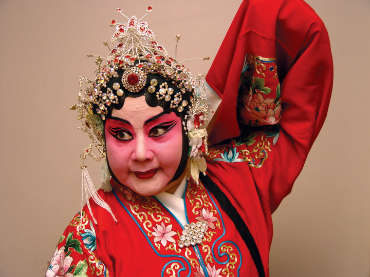 Qi Shu Fang prepares for her role as Qi Mu Gui Ying in the *Women Generals of the Yang Family*, at the Kaye Playhouse in midtown Manhattan, New York, 2002. Photograph by Alan Govenar