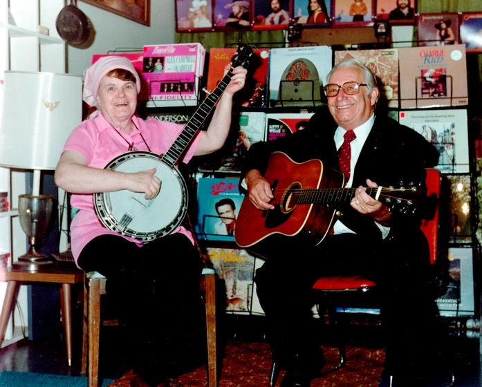 Old Belle Reed and Ralph 'Bud' Reed at Campbell's Corner Country Store, 1986, courtesy Maryland State Arts Council