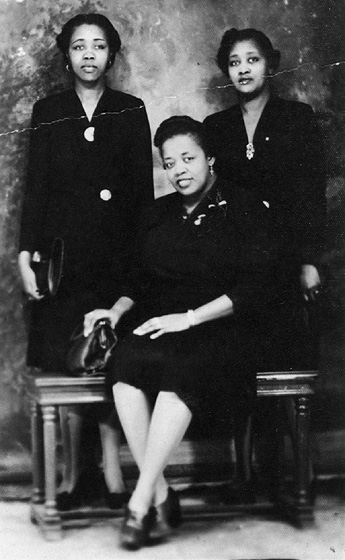 The Ford Sisters, 1946. Willie Mae (seated) was lead singer in her family group. Courtesy George T. Nierenberg