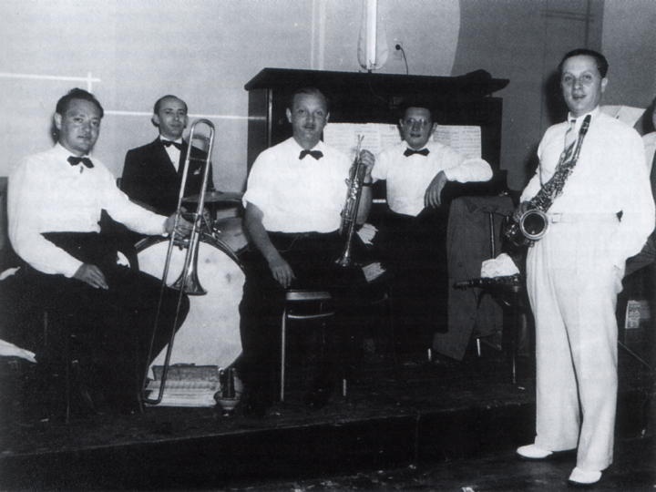 Right to left: Dave Tarras, Sammy Beckerman, Sammy Kutcher, Irving Gratz, Leo Kutcher, ca. 1940s, courtesy Henry Sapoznik