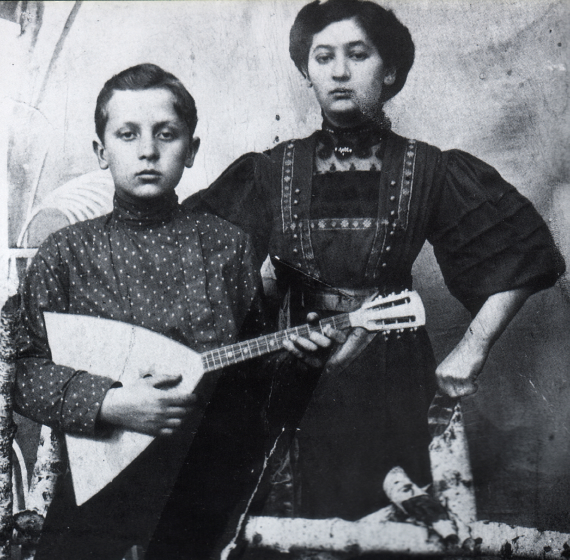 Dave Tarras with his Aunt Malka in Ternovka, ca. 1910, Courtesy Henry Sapoznik