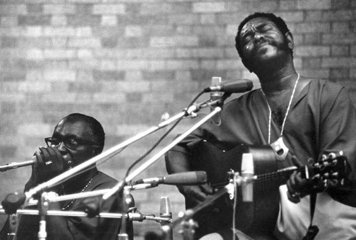 Sonny Terry (harmonica) and Brownie McGhee (guitar), Museum of Modern Art Garden, New York, New York, 1971, photograph by Jack Vartoogian
