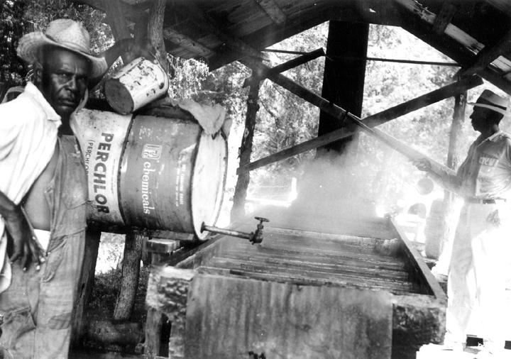 Othar Turner making sorghum molasses, Senatobia, Mississippi, 1970, photograph by David Evans