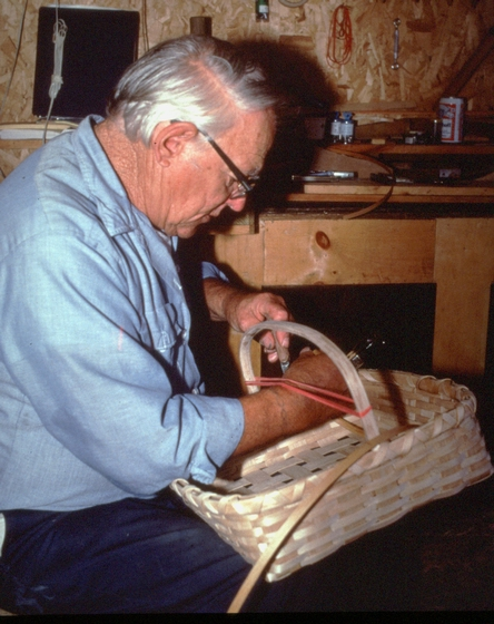 Newton Washburn finishing a brown ash pie basket, Bethlehem, New Hampshire, August 1990, photograph by Jane C. Beck, courtesy Vermont Folklife Center