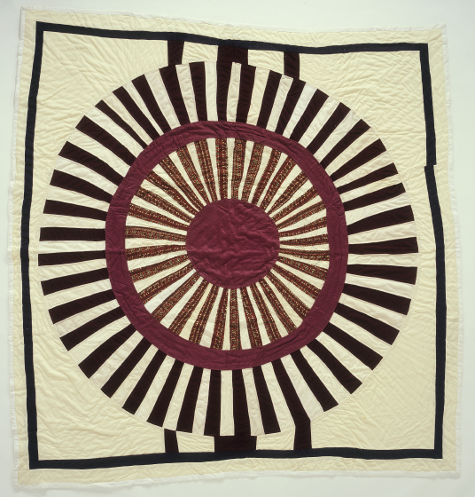 'The Round Quilt,' Pieced by Gussie Wells, Oakland, California, 1984, quilted by Willia Ette Graham, Oakland, California, 1985, courtesy Eli Leon