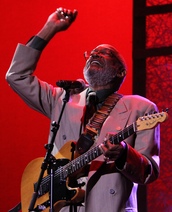 Wendell Holmes performing at the 2014 National Heritage Fellowship Concert, Washington, D.C., photograph by Michael G. Stewart